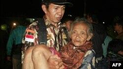 Spasavanje žrtava erupcije vulkana Merapi, u Indoneziji