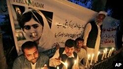 Pakistanci na bdenju u znak solidarnosti sa Malalom Jusufzai koju je ranio pripadnik Talibana