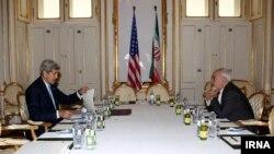 عکس آرشیوی از جان کری و محمد جواد ظریف وزیران خارجه ایالات متحده و ایران در مذاکرات هسته ای وین