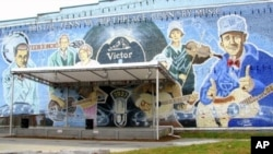 "A mural in Bristol, Tennessee, which calls itself ""The Birthplace of Country Music,"" includes an ample tribute to ""The Singing Brakeman"" to the right."