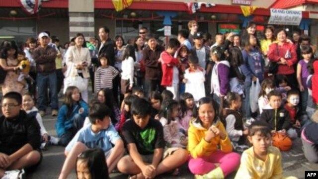 Các em tham dự Tết Trung Thu 2011 tại Eden