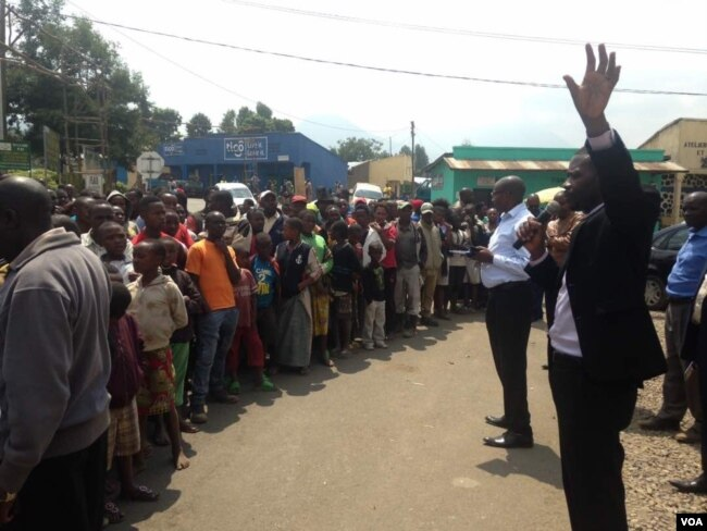 FILE - Presidential candidate Philippe Mpayimana speaks to a crowd in Rwanda.