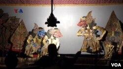 Pertunjukan wayang kulit dan musik gamelan dari Keraton Yogyakarta digelar di Universitas Yale, New Haven, Connecticut, AS. (Foto: VOA).
