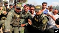 Cientos de exmiembros de las Fuerzas Armadas de Venezuela han desertado y pedido refugio en Colombia desde el 23 de febrero de 2019, en medio de la crisis política que vive la nación.