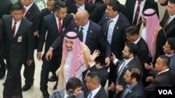 沙特国王萨勒曼2017年3月2日抵达印度尼西亚议会。