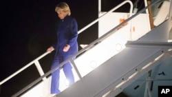 Una de tres mujeres que alegan que fueron violadas o acosadas sexualmente por Bill Clinton, acusa a Hillary Clinton de intimidarla.