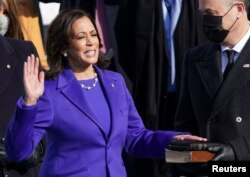 کاملا ہیرس امریکہ کے نائب صدر کے طور پر اپنے عہدے کا حلف اٹھا رہی ہیں۔ 20 جنوری 2021