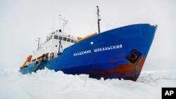 困在南極的俄羅斯科學考察船。