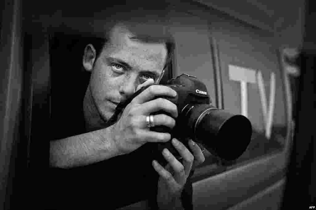Nhiếp ảnh viên Pháp Remi Ochlik chết hôm 22 tháng 2, 2012 sau khi binh sĩ chính phủ Syria pháo kích vào thành phố Homs. Năm nay anh 28 tuổi. (AP)
