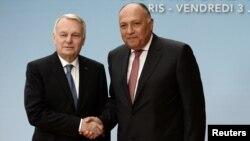 Le ministre des affaires étrangères egyptienne Sameh Choukri et son homologue français Jean-Marc Ayrault lors d'une conférence interministérielle sur le conflit israélo-palestinien, à Paris le 3 juin 2016.