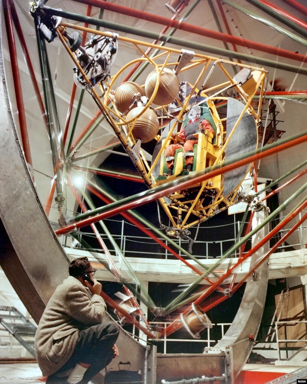 Project Mercury: The American Space Program Begins