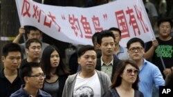 """中国抗议者反对日本""""购岛"""""""