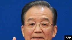 Ông Ôn Gia Bảo gửi lời chia buồn của Trung Quốc về những tử vong trong trận động đất và những cơn sóng thần khủng khiếp, và bày tỏ lòng thương cảm đối với nhân dân Nhật Bản