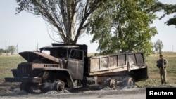 우크라이나 남부해안도시 마리우폴에서 포격으로 전소된 트럭.