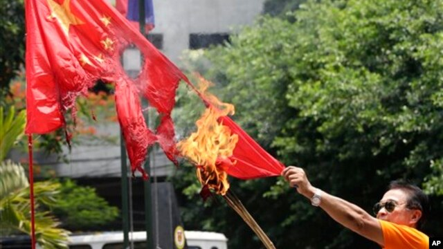 Mạng lưới có tên gọi Liên minh biển Tây Philippines từng nhiều lần tổ chức các cuộc xuống đường phản đối Trung Quốc ở thủ đô Manila.