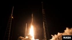 ការបង្ហោះគ្រាប់រ៉ូកែត Alliance Atlas V ជាមួយនឹងយាន Magnetospheric Multiscale (MMS) របស់អង្គការ NASA ស្ថានីយអវកាស Cape Canaveral នៅរដ្ឋ Florida នាថ្ងៃទី១២ ខែមិនា ឆ្នាំ២០១៥។ អង្គការ NASA សម្លឹងទៅរកវិស័យឯកជនសម្រាប់ការធ្វើដំណើរក្នុងអវកាសនាពេលអនាគត។