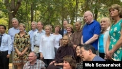 Đoàn Nghị sĩ Hoa Kỳ do TNS Patrick Leahy dẫn đầu đến viếng Thiền sư Thích Nhất hạnh hôm 19/4/2019. Photo US Embassy Hanoi