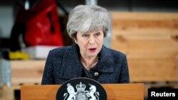 La Première ministre britannique Theresa May prononce un discours lors de sa visite à Grimsby, dans le Lincolnshire, en Grande-Bretagne, le 8 mars 2019. Christopher Furlong / Pool via REUTERS -