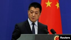 Lu Kang, portavoz del Ministerio de Relaciones Exteriores de China, dice que EE.UU. y Venezuela deben resolver sus diferencias a través del diálogo.