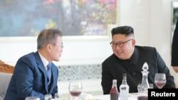 شمالی و جنوبی کوریا کے سربراہان حالیہ چند ماہ میں تین ملاقاتیں کرچکے ہیں۔
