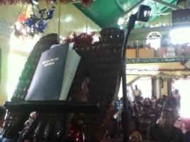 The Krio Bible at the Warren Memorial Church in Freetown, Dec. 29, 2013 (N.deVries/VOA)