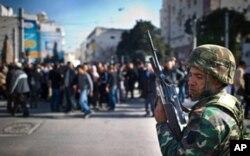 Une manifestation, lundi, à Tunis