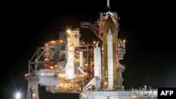 Phi thuyền Endeavour trên bệ phóng số 39-A tại Trung tâm Không gian Kennedy ở Mũi Canaveral, Florida, ngày 29/4/2011