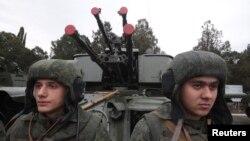 지난달 29일 크림반도 세바스토폴에서 열린 군사 행진에 참가한 러시아 해병대원들. (자료사진)