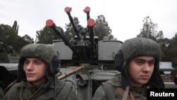 Wasu dakarun kasar Rasha suna fareti a yankin Crimea