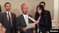 2015年10月3日日本经济产业大臣甘利明在跨太平洋伙伴关系谈判休息期间对记者讲话。
