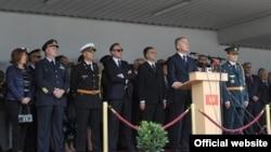 Crnogorski premijer Milo Đukanović govori na svečanosti povodom obeležavanja Dana vojske Crne Gore