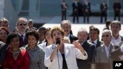 ປະທານາທິບໍດີ Dilma Rousseff ກ່າວຫລັງຈາກອອກຈາກ ທຳນຽບປະທານາທິບໍດີ Planalto ວັນທີ 12 ພຶດສະພາ 2016.