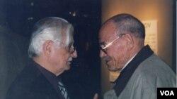 Марлен Хуциев (слева) и Михаил Глузский. Нью-Йорк, 2000 г. Фото Олега Сулькина