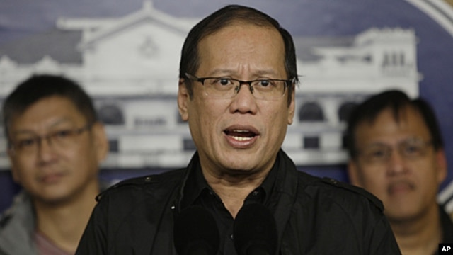 Philippine President Benigno Aquino talks during a hastily called press conference at the Malacanang palace in Manila, January 8, 2011.