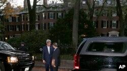 John Kerry recibe a Yang Jiechi en su casa de Boston.