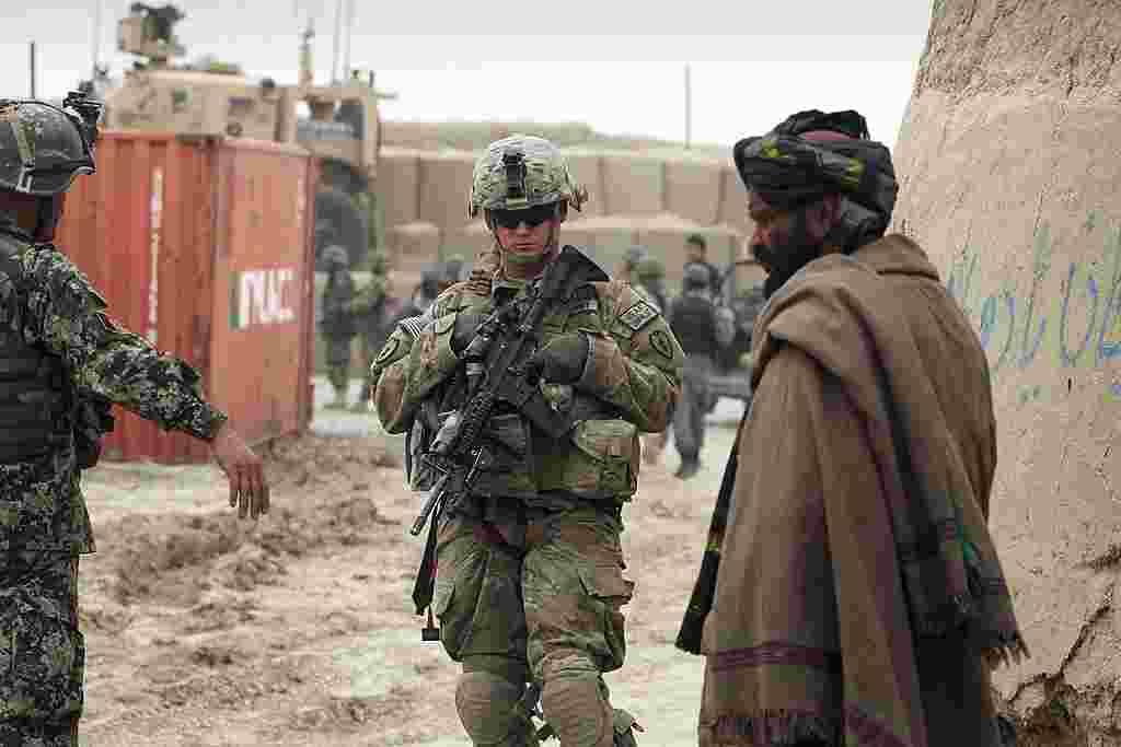El portavoz de la OTAN no confirmó el número de víctimas, ni las motivaciones del soldado estadounidense para llevar a cabo el ataque, pero agregó que se lleva a cabo una investigación completa.