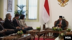 Presiden SBY menerima para Duta Besar di Istana Merdeka, Jakarta hari Kamis, 30/1 (foto: VOA/Ahadian).