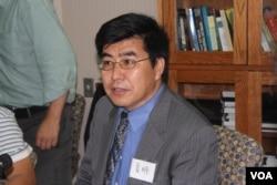 纽约大学城市学院教授夏明 (美国之音方冰拍摄)