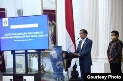 Presiden Jokowi Pemerintah memperkenalkan sistem informasi terintegrasi Bersatu Lawan Covid-19 (BLC) untuk menentukan zonasi tingkat penularan di masa Pandemi dalam konferensi pers di Istana Merdeka, Rabu, 24 Juni 2020. (Foto: BPMI Setpres/Twitter @setkabgoid)