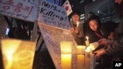 지난해 서울에서 북한 인건 개선을 요구하며 벌어진 촛불 시위 (자료사진)