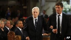 R. Sargent Shriver (L) is escorted to his seat in the church by his son Anthony Kennedy Shriver before funeral services for U.S. Sen. Edward Kennedy (File 2009)