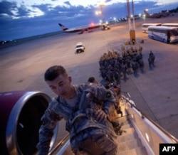 Afg'onistonga ketayotgan yoki u yerdan qaytayotgan askarlar odatda Manasda to'xtab o'tadi