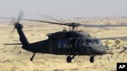 미군이 운영 중인 블랙호크 헬리콥터. 일부 언론들은 아프가니스탄에서 17일 미군 블랙호크 헬리콥터가 추락해 사망자가 발생했다고 보도했다. (자료사진)