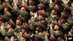 4月15日在平壤阅兵式上的朝鲜军人