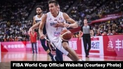 Bogdan Bogdanović u prodoru pored Mejsona Plamlija (Foto: FIBA World Cup Official Website)
