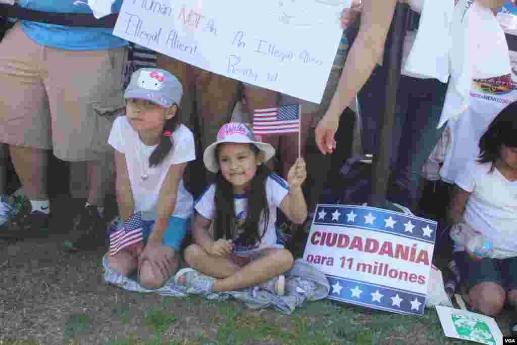 Familias enteras acompañadas por sus hijos se hicieron presentes durante la gran concentración por la reforma migratoria en Washington, el miércoles 10 de abril.
