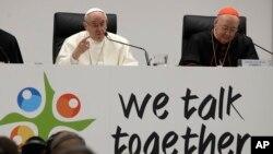 El papa Francisco habló durante cuatro horas ante 300 jóvenes invitados por el Vaticano para informar a los líderes eclesiásticos sobre lo que los muchachos de hoy piensan sobre la Iglesia católica.