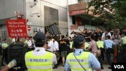 香港中联办外万人示威,舆论压力迫使湖南调查