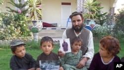 عبیدالله زمانی اسیر نیرو هایی امریکایی شد که پسر نوزاد اش، دو روزه بود، اکنون پسر او نوجوان چهارده ساله است.