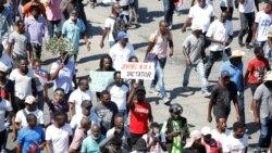 Manifestan te pran lari pou yo pwoteste kont prezidan Jovenel Moise, nan Potoprens, nan dat 14 fevriye 2021).